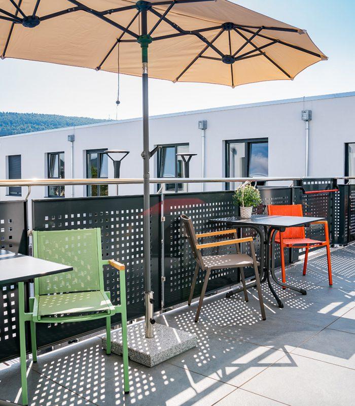Sitzgelegehenheiten auf der schönen Terrasse in Blumberg